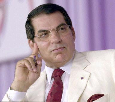 ... une foule en liesse applaudissait le départ de Zine <b>Ben Ali</b>. - zine-elabidine-ben-ali
