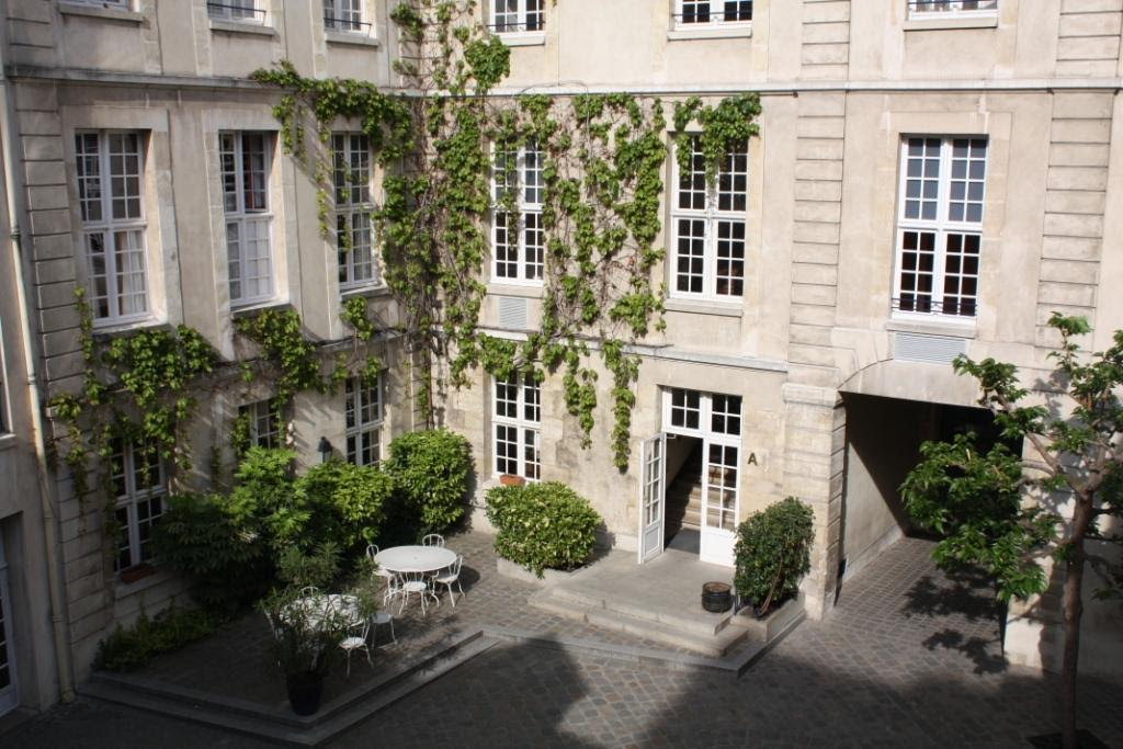 3 auberges de jeunesse en plein coeur de paris plan te for Auberge de jeunesse la maison paris