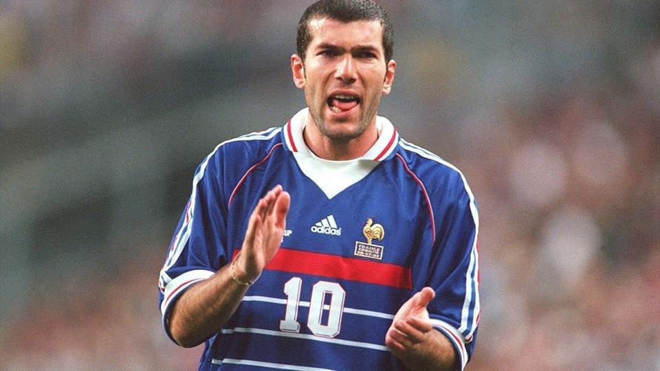 Zin dine zidane son maillot de la coupe du monde 1998 - Zidane coupe du monde 1998 ...