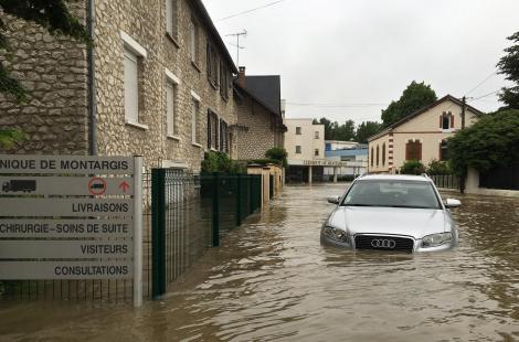 Inondations des images impressionnantes de la ville de for Plan de montargis