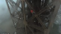 video-russes-escalade-tour-eiffel