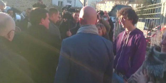 Manuel Valls giflé par un jeune lors d'un déplacement en Bretagne